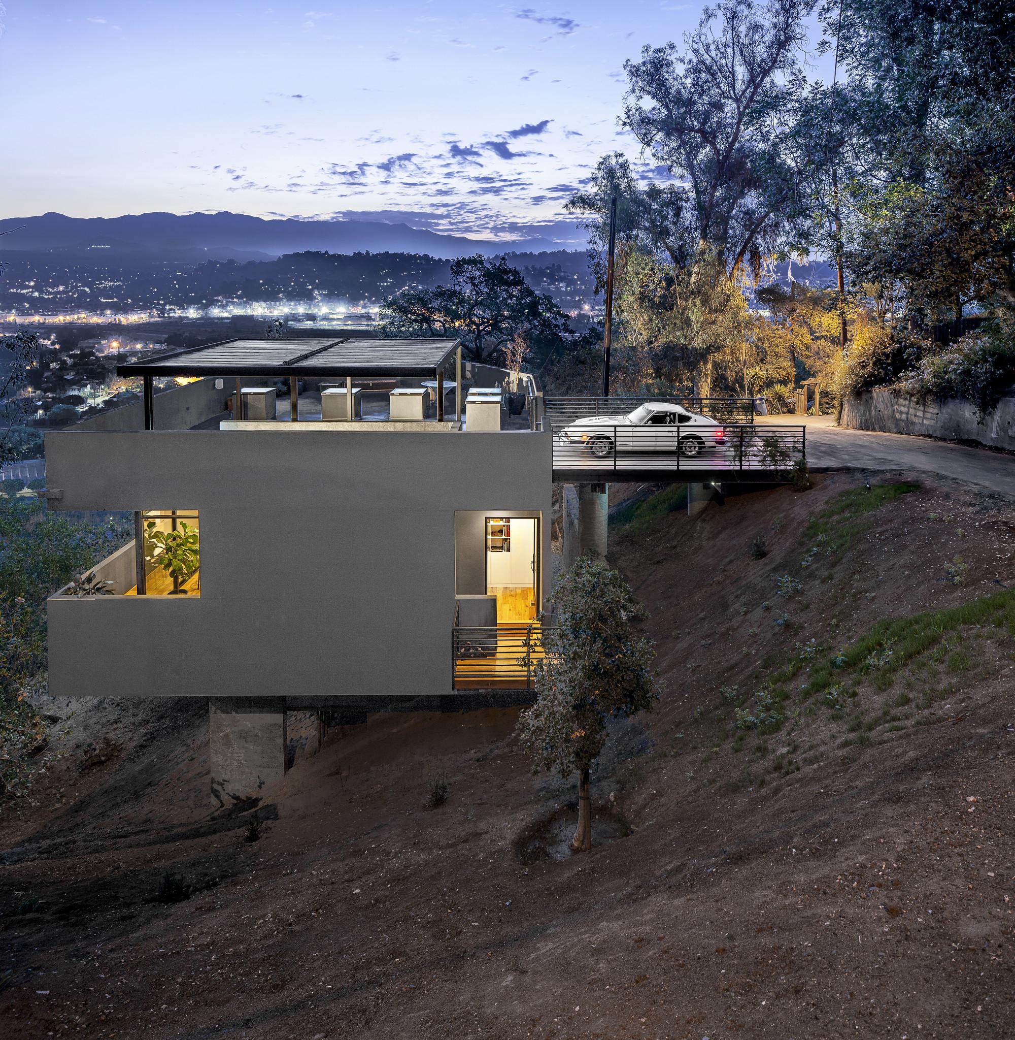 Cara unik mengawinkan garasi dengan desain rumah