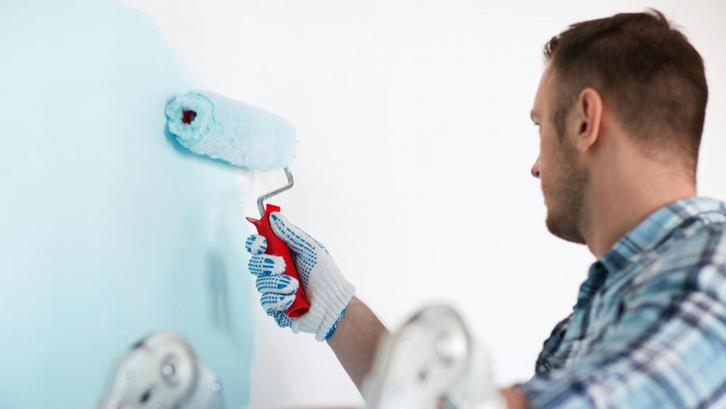 Langkah termudah yang bisa Anda lakukan untuk mengganti suasana rumah atau ruang adalah dengan mengganti warna cat dinding.