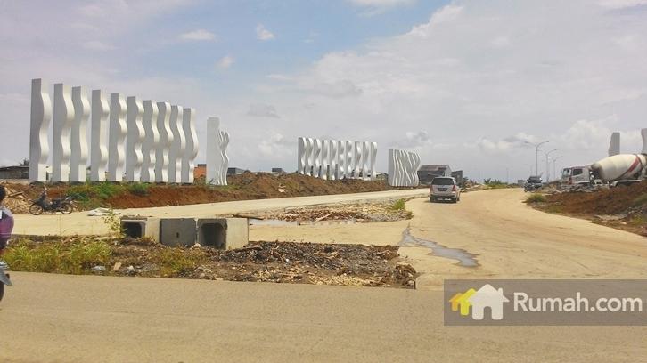 Gerbang utama Cluster Estuary yang sedang mengalami pembangunan.