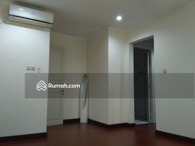 Disewa - House For Rent @ Kemang. Close to Kemang Raya. 247/360 sqm. Quite area. Swimming pool