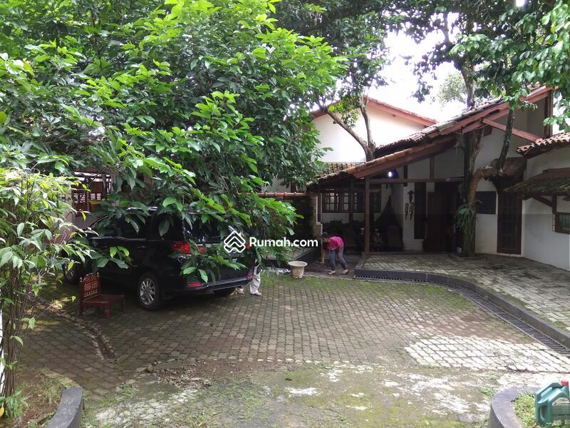rumah dgn tanah luas konsep villa termurah di cipayung