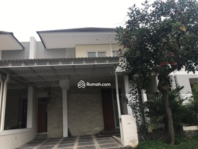 Rumah minimalist 2 lantai royal residence dekat club house for Minimalist house jakarta