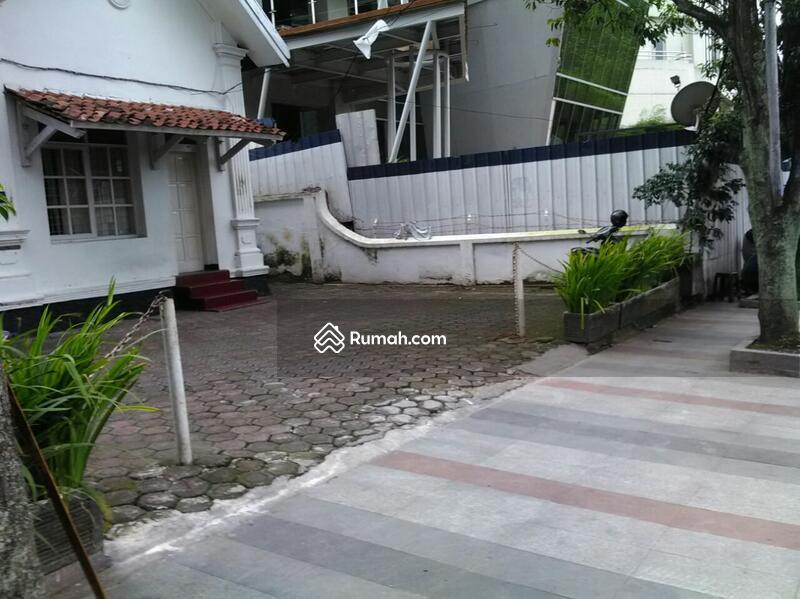 Jual Rumah Bangunan Lama Terawat Di Pusat Kota Bandung Jalan Aceh Jl Sumur Jawa Barat 10 Kamar Tidur 450 M2 Dijual