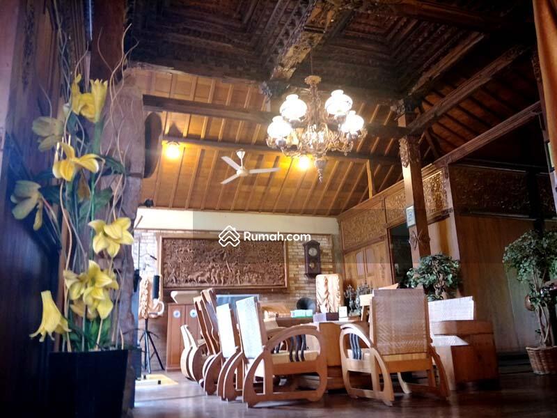 Di Jual RUMAH JOGLO Super Klasik, Ornamen Antik, Full Furnished, Ukiran Jati di Hunian Elite Bekasi #89960616