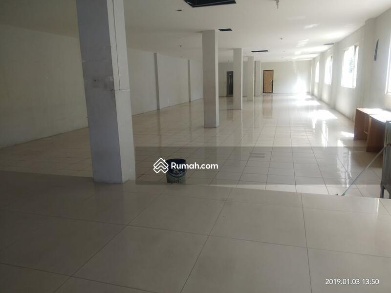 Disewakan Gedung di Kemang ~ Parkir Luas ~ Lokasi Strategis (DW) #88283308