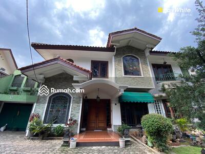 Dijual - Rumah di Pakubuwono VI No. 12