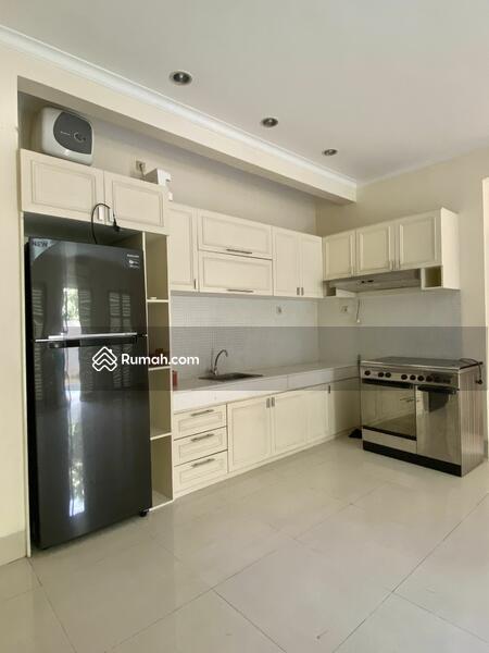 For Rent Rumah dalam Townhouse Dua at Kemang. Kwmang Barat #108510184