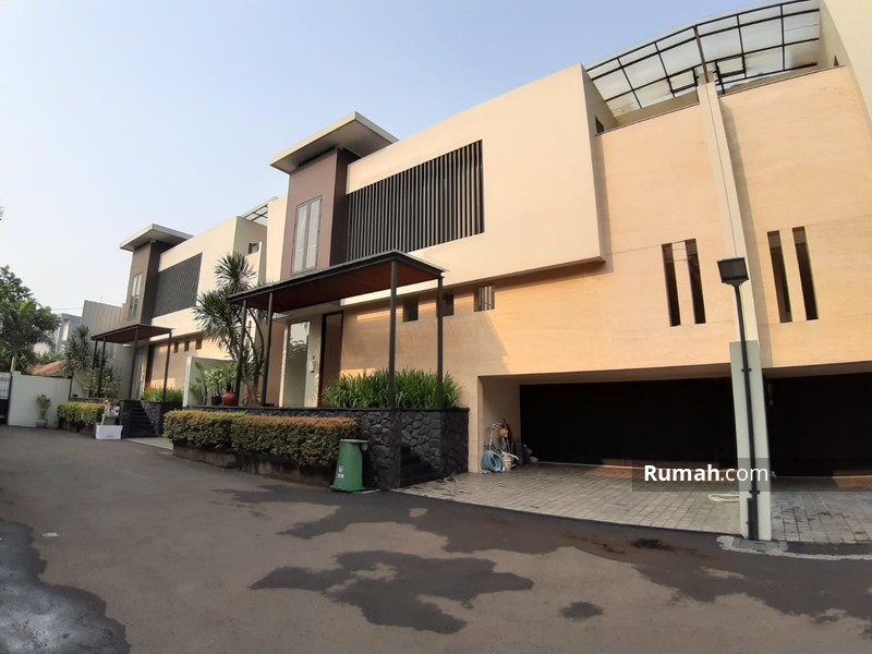 Rumah brand new modern design dalam townhouse area strategis #90825394