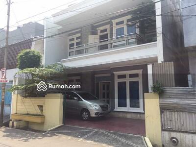 Dijual - Rumah bagus dan terawat di Tawakal Grogol, Jakarta Barat, 3 lantai,