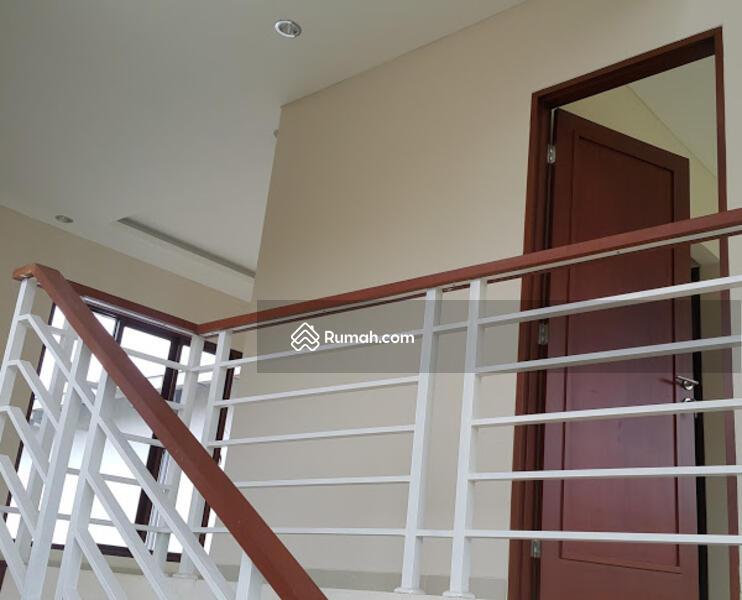 Rumah Murah Mewah Lokasi Di Pinggir Jalan Daerah Jakarta Selatan #92555360