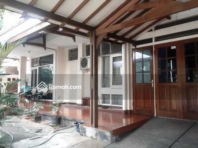Dijual - Jalan A Yani By Pass rumah siap huni 2 lantai dalam komplek lingkungan tenang dan lokasi strategis.