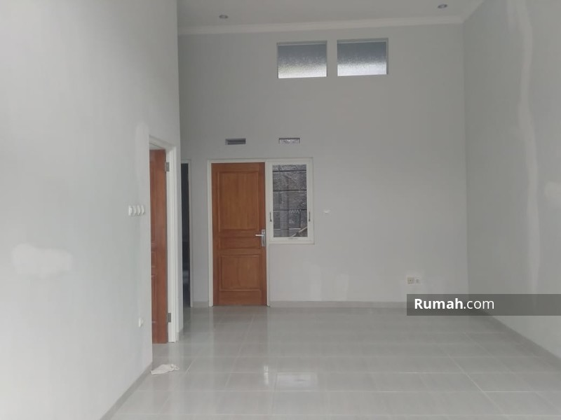 Rumah Baru, Murah dan Bagus Lokasi Strategis di Kota Batu #93860454