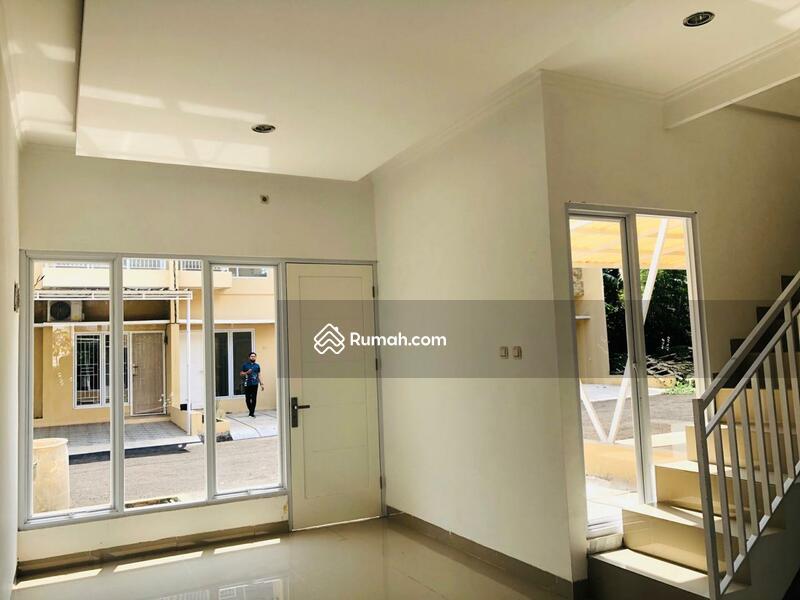 Rumah Minimalis 2 Lantai 1 Km dari Stasiun Gerbang Tol Jakarta 5 Menit Dari AEON Mall BSD Serpong #100102054