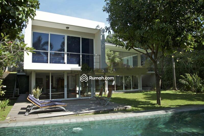 Rumah asri minimalis modern, megah terawat, tenang aman nyaman, bebas banjir di Kemang Timur, Jakart #94037628