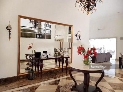 Dijual - Jual Cepat Rumah Mewah Interior Disain Bagus Ruang Keluarga Luas Swimming Pool Lingkungan Tenang