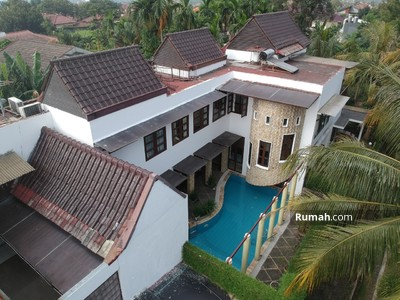 Dijual - Dijual Villa Duta, Villa 4 kamar kolam renang luas 296 m2 di Bogor