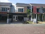 Di sewakan rumah Pondok Permai Blok O dalam perumahan, lingkungan nyaman, keamanan 24 jam.