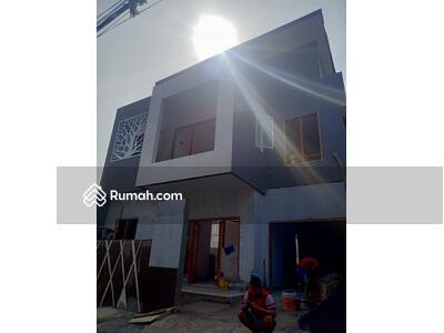 Dijual - Jual rumah besar di Cijantung, jakarta timur