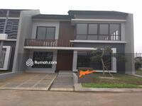 Disewa - Rumah Disewakan di Cinere, 2Lt, Hoek, Siap Huni, dlm Cluster di Jl. Bandung