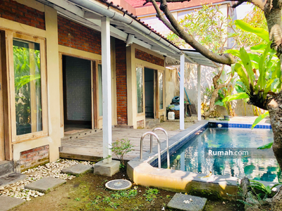 Disewa - Charming Joglo style villa with 3 Bedrooms Villa in the West Of By Pass Sanur available for yearly R