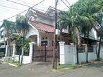 Rumah hadap taman di pondok kelapa