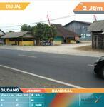 Gudang Lokasi Pinggir Jalan Provinsi Akses Kendaraan Besar
