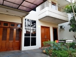 Disewa RUMAH 3 Lantai Siap Huni daerah Tomang Jakarta Barat