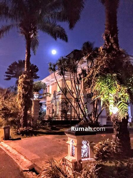 For Rent Luxury American Classic-Style House with Golf View #101508580