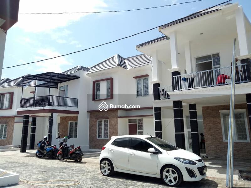 Exclusive Rumah Dua Lantai Dengan Arsitektur Bangunan Mewah #97925626