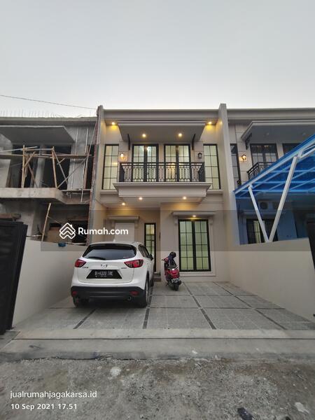 Rumah mewah american clasic di jakarta selatan #109847464