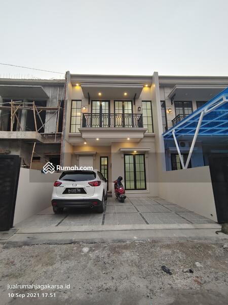 Rumah mewah american clasic di jakarta selatan #109847466