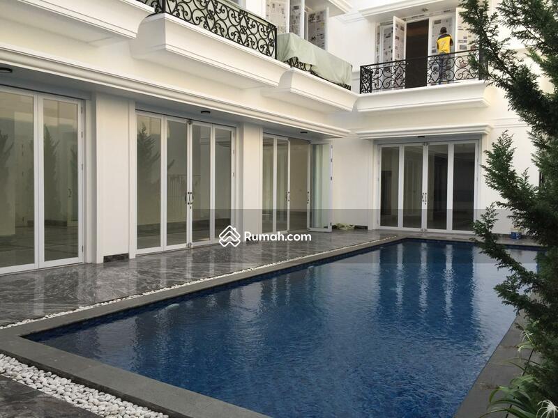 Rumah Exclusive Pondok Indah with Private Lift #98486434