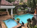 Rumah disewakan di pejaten ada swimming pool