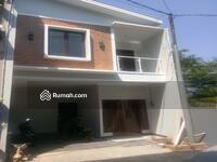Dijual - Rumah di cluster dua lantai siap huni di jagakarsa