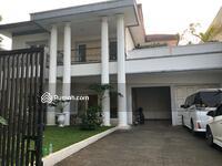 Dijual - Dijual Rumah bergaya klasik yg apik di Pondok Indah Jakarta Selatan