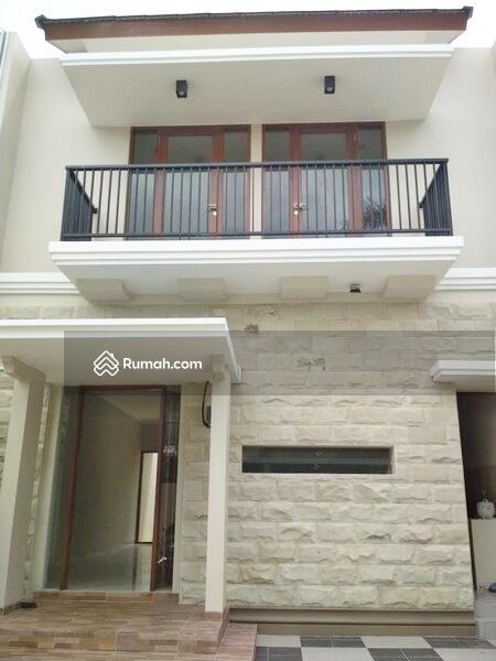 Rumah Mewah Siap Huni 2 Lantai Cocok Untuk Keluarga Besar #98881360