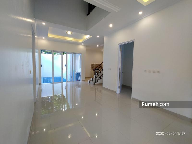 Rumah mewah dua lantai memiliki private pool samping tol jatiwaringin #98899984