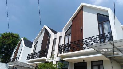 Dijual - 4 Bedrooms Rumah Duren Sawit, Jakarta Timur, DKI Jakarta
