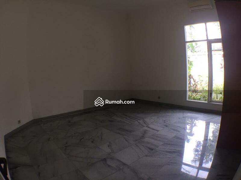 For Rent Beautiful One Storey House in Kemang Dalam #99579374
