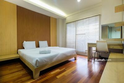 Disewa - 2BR & 3BR Poins Square Apartment by Travelio