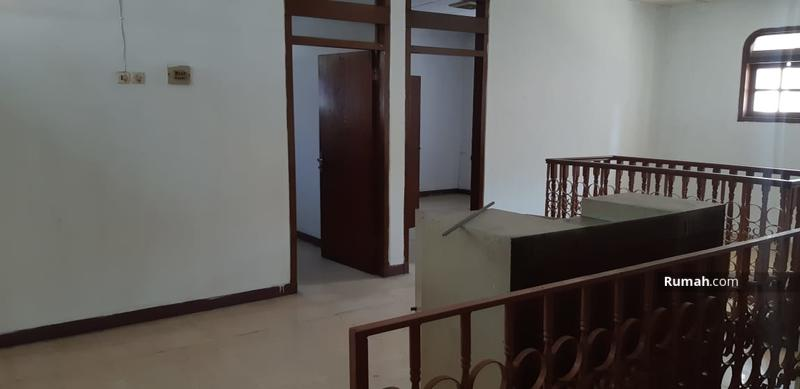 Rumah Hoek Lokasi Strategis di Pulomas #99854140