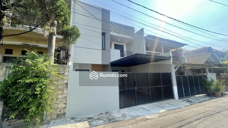Rumah Di Tebet, Jalan 2 Mobil, Depan Taman #107699514