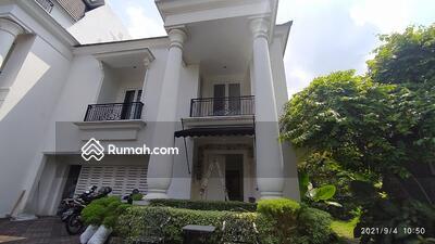 Disewa - Townhouse Dekat 4 Kamar Tidur Unit Strategis di Kemang Selatan
