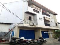 Dijual - Rumah 3 Lantai Berlokasi Strategis & Dipinggir Jalan