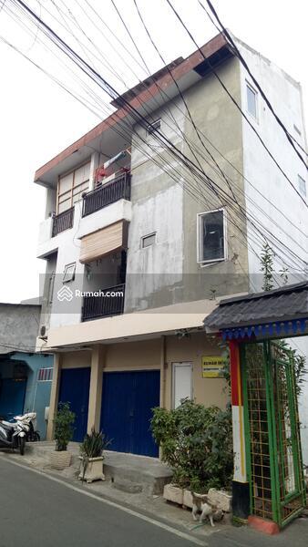 Rumah 3 Lantai Berlokasi Strategis & Dipinggir Jalan #100414000