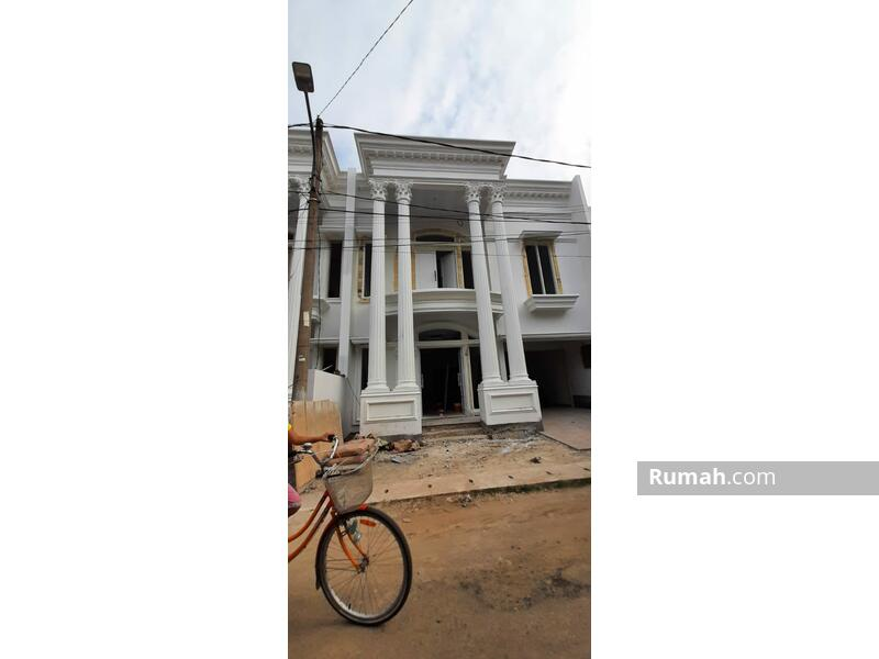 Rumah 2 lantai Jagakarsa 10 Menit Tol Brigif Kolam renang pribadi di kawasan asri #107606880