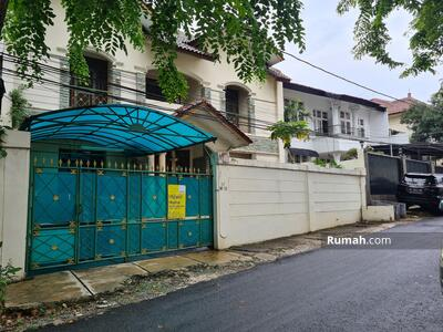 Dijual - Rumah 2 Lantai di Tebet Timur, Lingkungan Nyaman, Akses Mudah Jalan Lebar 3 Mobil,