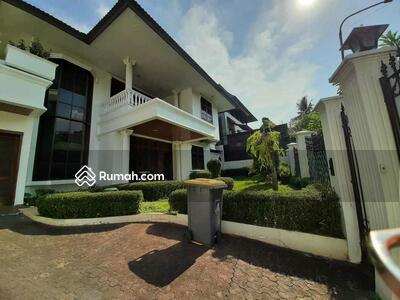 Disewa - Rumah, pondok indah I lengkap pool, furnished, luas 570 meter, harga usd 3, 500 per bulan nego