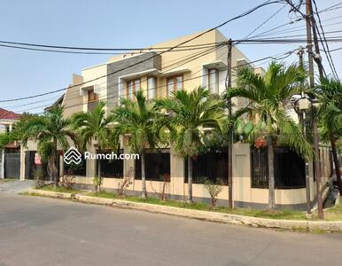 Dijual - Rumah Pulomas, Siap Huni, Lingkungan Asri Nyaman