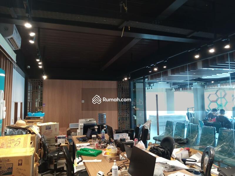 DISEWAKAN Gedung 4 Lantai di Tanah Abang lokasi pinggir jalan cocok untuk bank, kantor,showroom #101239674